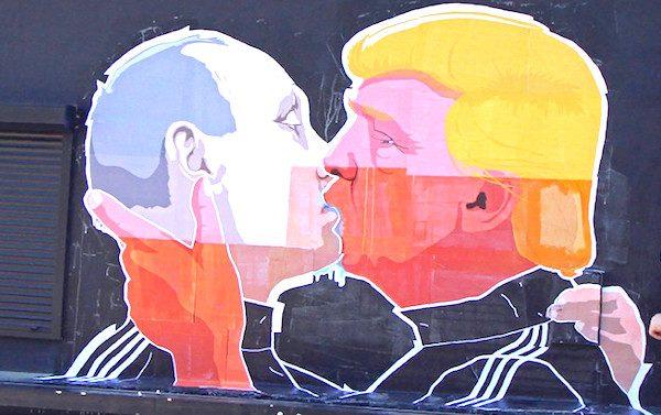 Donald-trump-vladimir-putin-kiss-600x377