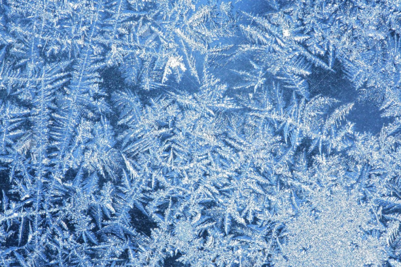 3534444-Hoarfrost-the-patterns-made-by-the-frost-on-the-window-hoarfrost-background--Stock-Photo